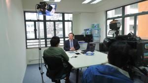 本會會長簡永基接受香港無線電視新聞部採訪,介紹香港電子教科書。